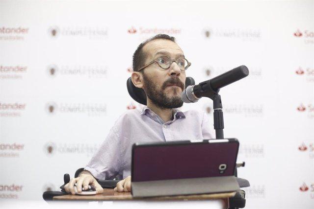 El secretari d'Acció de Govern de Podem, Pablo Echenique, participa en la conferencia 'Monarquia, l'obstacle insalvable' dins del curs 'Basis per a un nou republicanisme'.