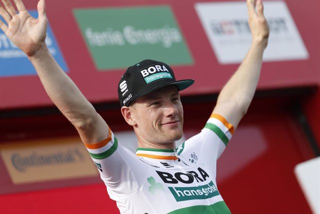 Sam Bennett celebra su victoria de etapa en La Vuelta