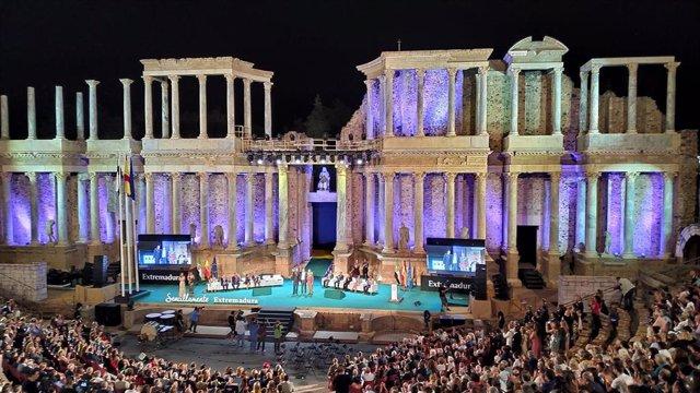Gala de entrega de las Medallas de Extremadura en el Teatro Romano de Mérida