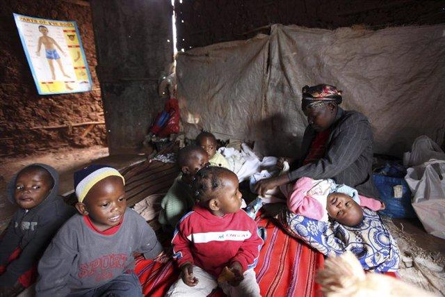 Naciones Unidas ha declarado este miércoles la situación de hambruna en dos regiones del sur de Somalia y ha advertido de que podría ampliarse a otros puntos de este país del Cuerto de Africa en los dos próximos meses a menos que llegue la ayuda de lo