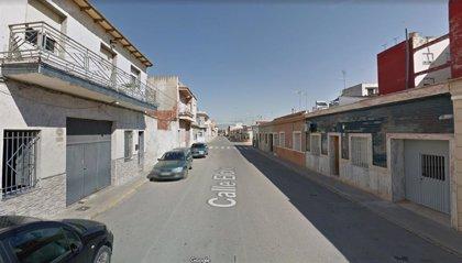 Herido un joven de 17 años en un accidente entre una moto y un coche en Dolores (Alicante)