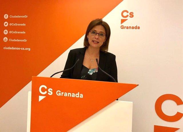 La parlamentaria granadina de Ciudadanos en el Parlamento de Andalucía y portavoz de la comisión de Educación, Mar Sánchez, en rueda de prensa