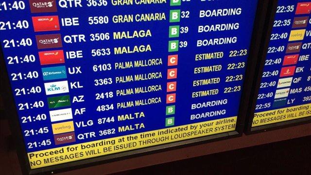 Imatge d'una pantalla a un aeroport.