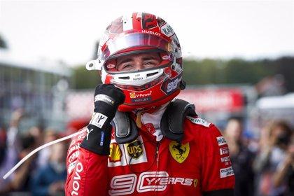 Leclerc vuelve a ganar en Monza y Sainz abandona