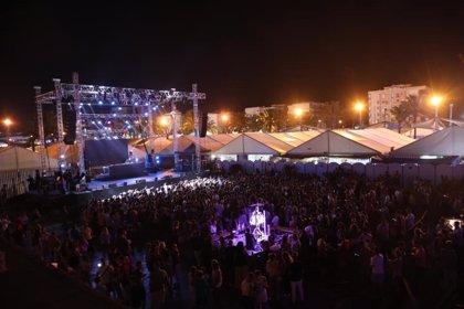 La tormenta en Melilla obliga a cancelar atracciones de la feria, un concierto y el cierre de parques