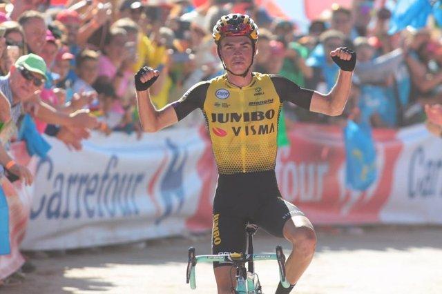 AMP.- Ciclismo/Vuelta.- El estadounidense Kuss triunfa en el Santuario del Acebo y Roglic retiene el liderato
