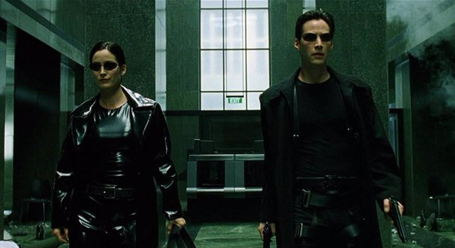 Carrie-Anne Moss y  Keanu Reeves en Matrix