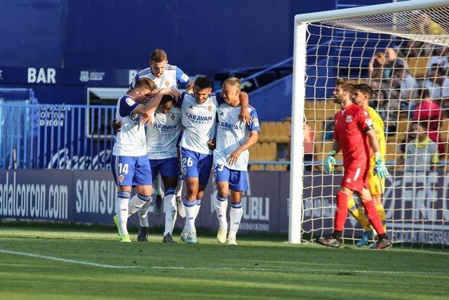 Los jugadores del Real Zaragoza celebran un gol en Santo Domingo.