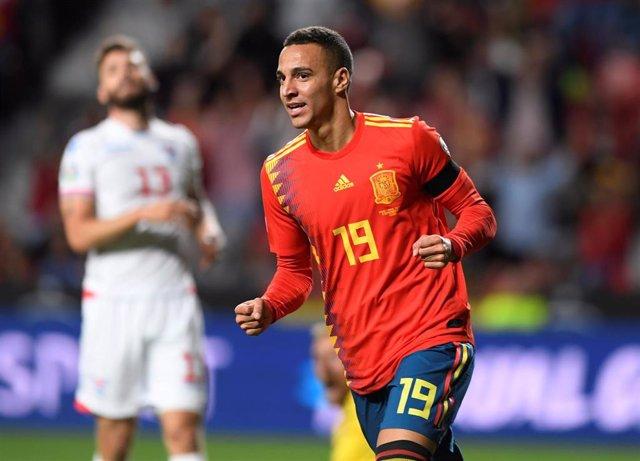 Rodrigo Moreno celebra un gol con la selección española.