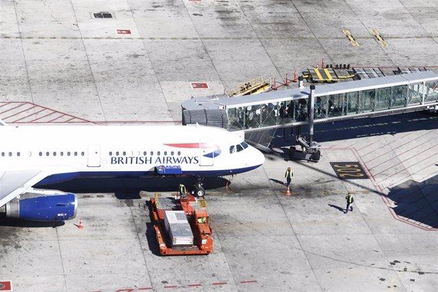 Embarcar, embarque, embarcando, finger, gusano, pasajeros en barajas, British Airways
