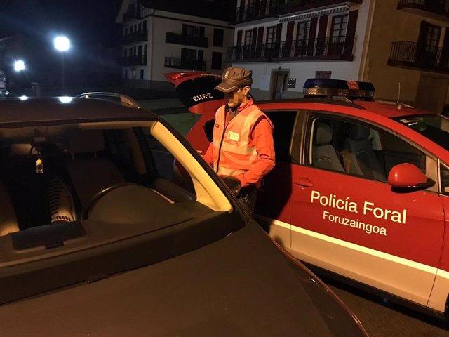 Imagen de un agente de la Policía Foral.