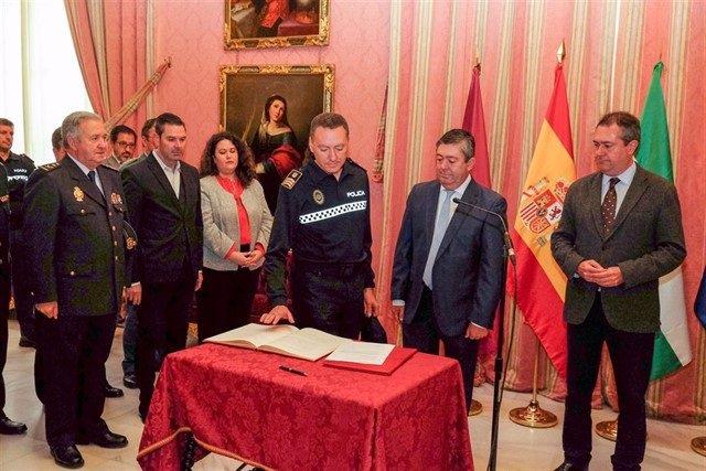 Toma de posesión de Berdejo como jefe de la Policía Local de Sevilla