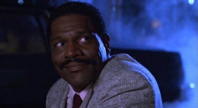 John Wesley en ¡Alto! o mi madre dispara, película de 1992 protagonizada por Sylvester Stallone