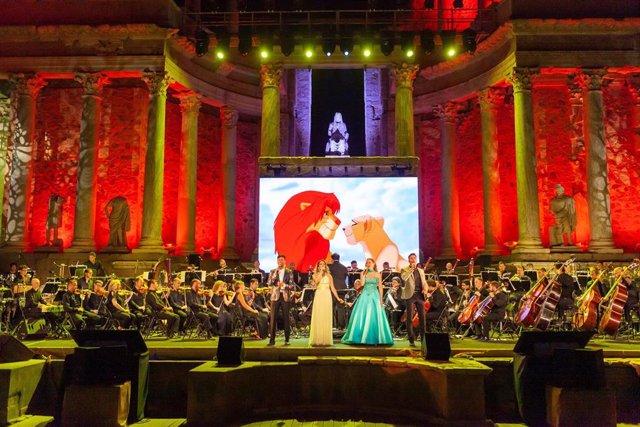 """Momento del espectáculo """"Disney in Concert"""" en el Teatro Romano de Mérida"""