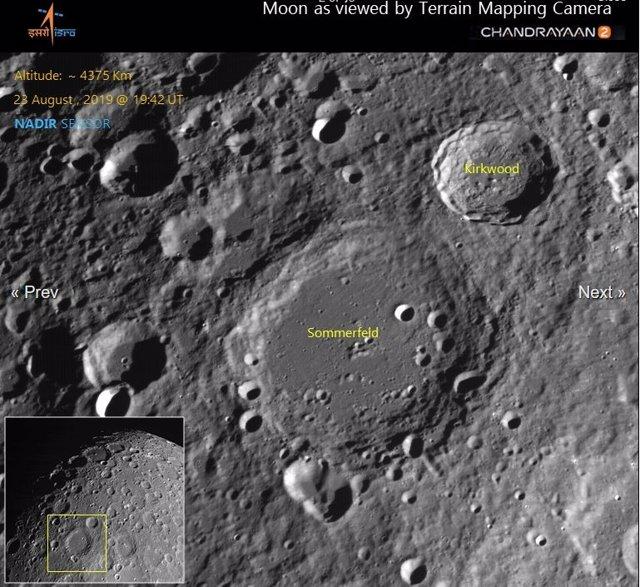 Imagen de la superficie lunar tomada por el orbitador indio de la misión Chandrayaan 2