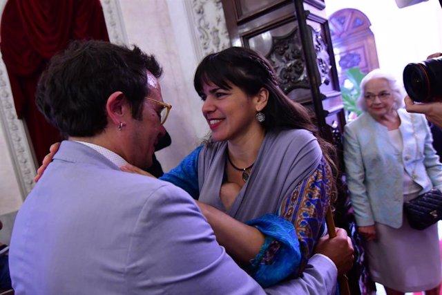 José María González 'Kichi' (Adelante Cádiz) ha sido investido como alcalde de Cádiz en la foto con su actual pareja Teresa Rodriguez. Foto de archivo