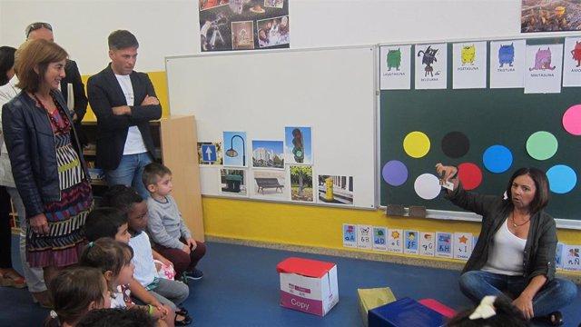 La consejera vasca de Educación visita un aula en Barakaldo en el inicio del curso escolar