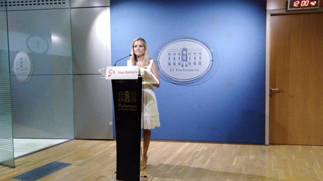 La portavoz adjunta de Ciudadanos en Baleares, Patricia Guasp, en una rueda de prensa en el Parlament.