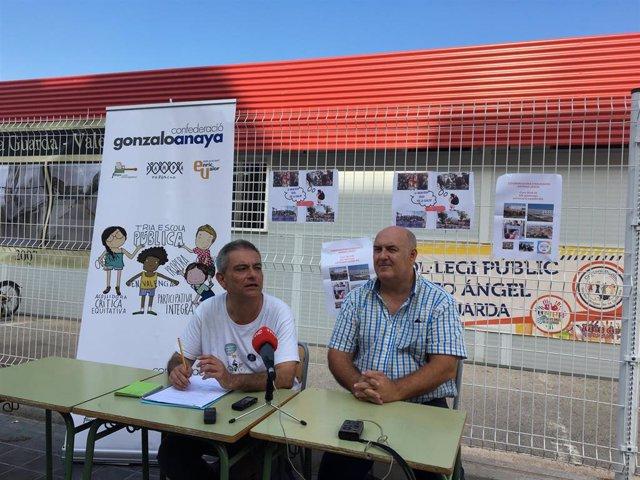 El presidente de Fampa-València, Màrius Fullana, en el CEIP Sant Àngel de la Guarda con el presidente del AMPA del centro, Antoni Bartual.