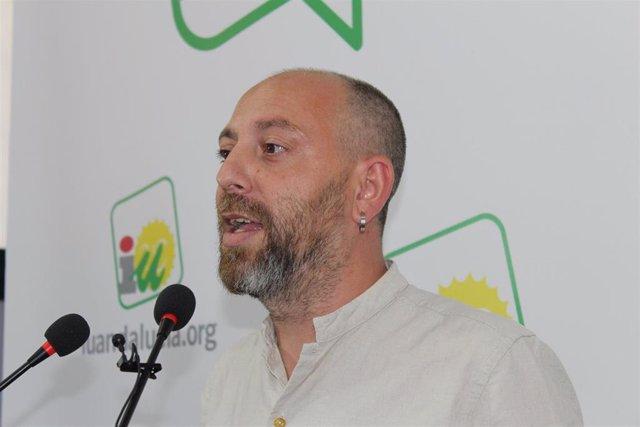 El portavoz de IU Andalucía y coordinador de la Comisión Colegiada, Ernesto Alba, durante la rueda de prensa