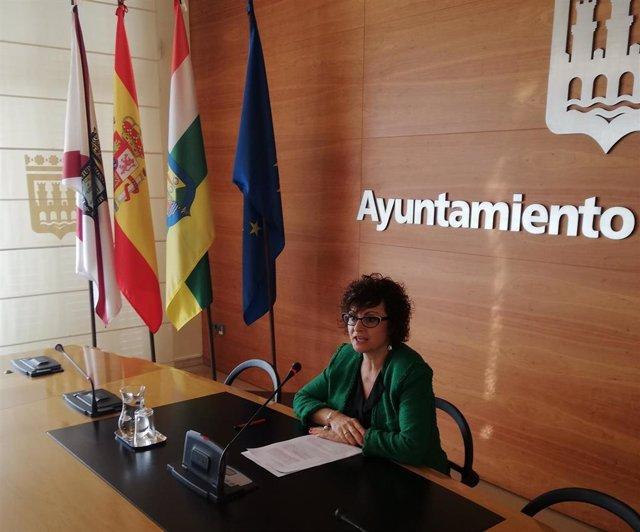 """La portavoz adjunta del Grupo Popular en Logroño, Celia Sanz, ha advertido de la """"falta absoluta de información"""" a los vecinos de Vara de Rey por los cambios en el proyecto del soterramiento."""