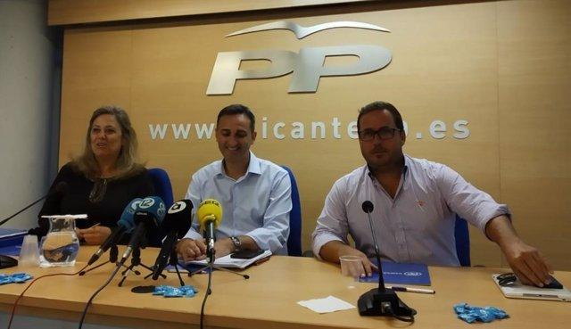 Macarena Montesinos, César Sánchez y Agustín Almodóvar, este lunes.