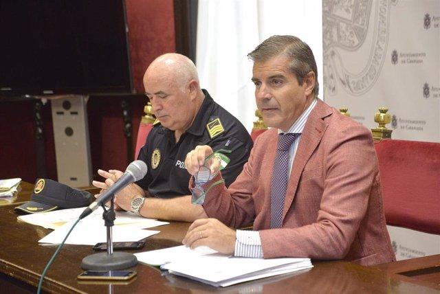 El jefe de Policía Local, José Manuel Avilés, y el concejal de Seguridad Ciudadana y Movilidad, César Díaz