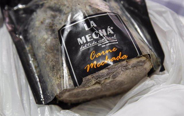 Imágenes de archivo de una carne mechada de Magrudis.