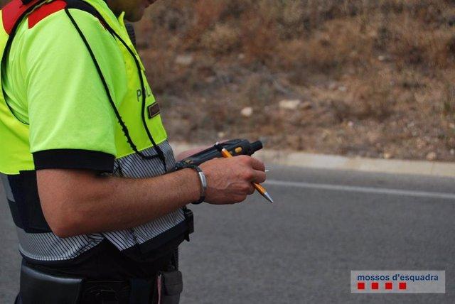 Control de Mossos, trànsit, carretera (arxiu)