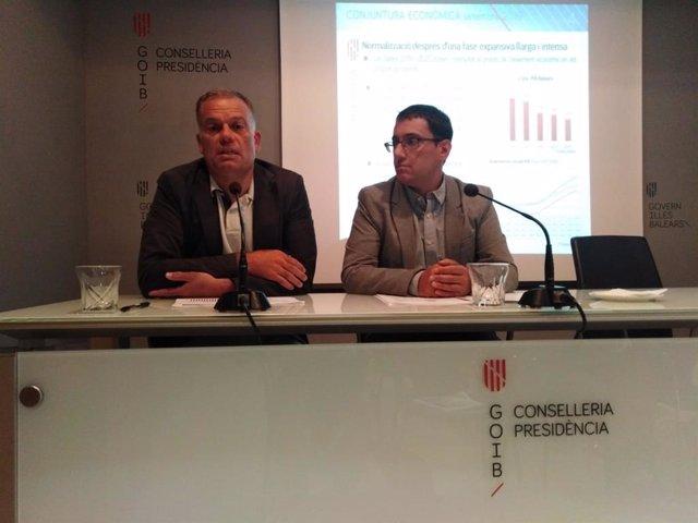El conseller de Model Econòmic, Turisme i Treball, Iago Negueruela (dreta), ha presentat aquest dilluns les previsions de creixement del PIB de Balears de 2019.