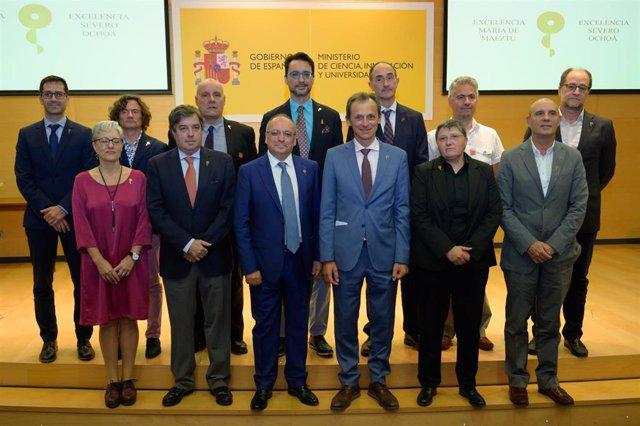 El ministro de Ciencia, Innovación y Universidades en funciones, Pedro Duque, con representantes de los centros y unidades de investigación que han recibido acreditaciones Severo Ochoa y María de Maeztu.