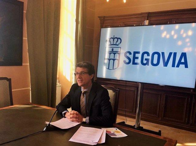 El concejal de Servicios Sociales, Andrés Torquemada, presenta los Presupuestos Participativos 2020 del Ayuntamiento de Segovia en el Consistorio de la localidad.