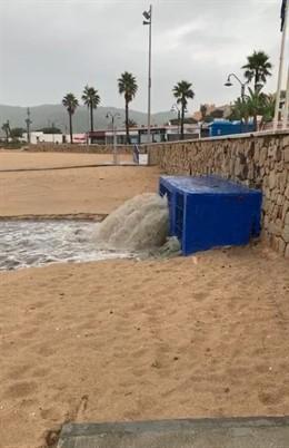Vertido de aguas residuales en la playa de Getares