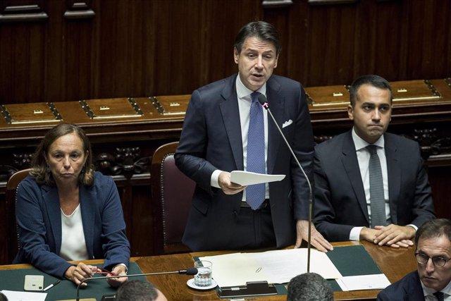 Giuseppe Conte junto a Luigi di Maio
