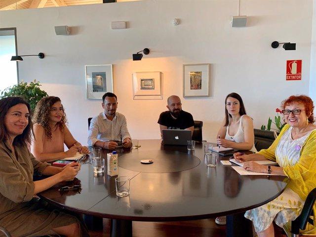 Reunió entre la consellera de Presidència, Cultura  i Igualtat del Govern, Pilar Costa, i l'alcalde d'Eivissa, Rafa Ruiz.