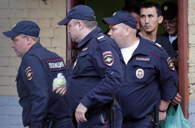 Policías en Moscú