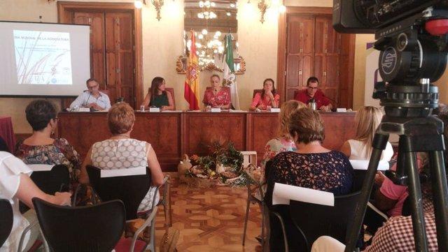 La delegada de la Junta en Almería participa en un acto con la asociación GEA