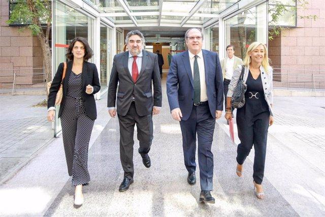 Imagen recurso de  Los diputados del PSOE  en la Asamblea de Madrid: Pilar Sánchez Acera; José Manuel Rodríguez Uribes; Ángel Gabilondo; y María del Carmen Mena Romero, llegan a la Asamblea de Madrid