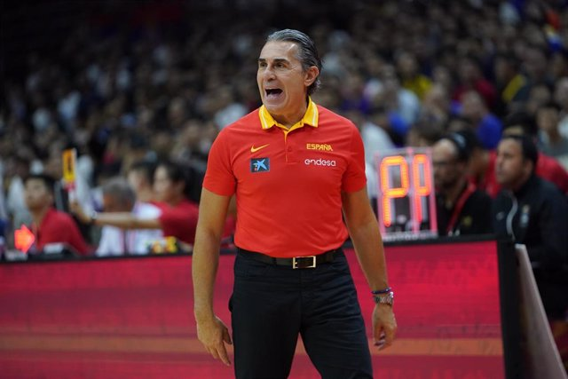 Sergio Scariolo dirigiendo a España
