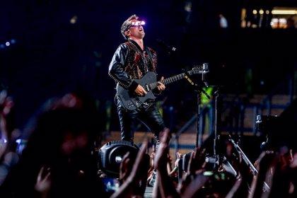 Muse celebran los 20 años de su debut con un lanzamiento mastodóntico