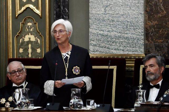 La fiscal general del Estado, María José Segarra, durante su intervención este lunes en el acto de apertura del año judicial en el Salón de Plenos del Tribunal Supremo.