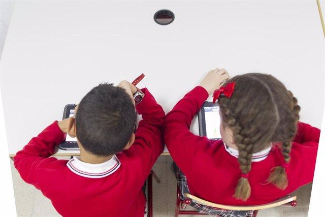 La Fiscalía General del Estado sugiere que la grabación en vídeo en aulas evitaría casos de abusos sexuales.