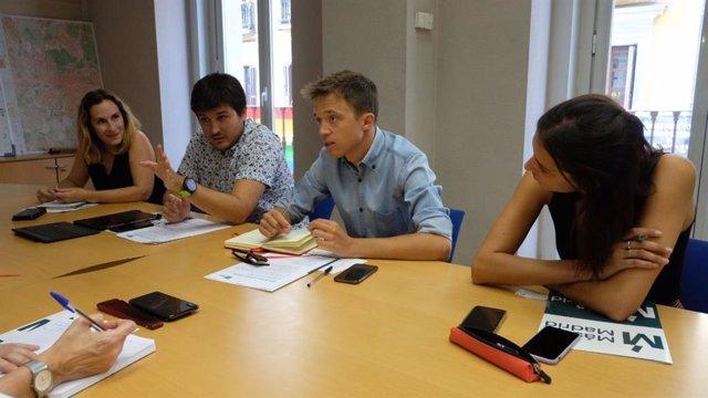 El portavoz de Más Madrid en la Asamblea y la portavoz mediática de Más Madrid en el Ayuntamiento mantiene un encuentro de trabajo