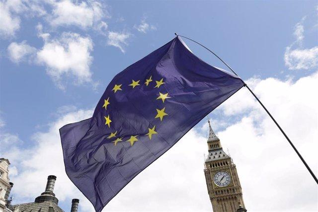 Bandera de la UE frente al Big Ben