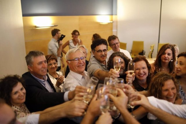 El alcalde de València y representantes de la candidatura celebran el anuncio de que València será Capital Mundial del Diseño