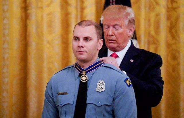 EEUU.- Trump estudia vigilar a enfermos mentales para evitar tiroteos