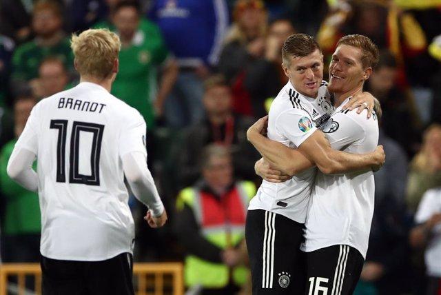 Fútbol/Eurocopa.- (Grupo C) Alemania sufre para imponerse a Irlanda del Norte y