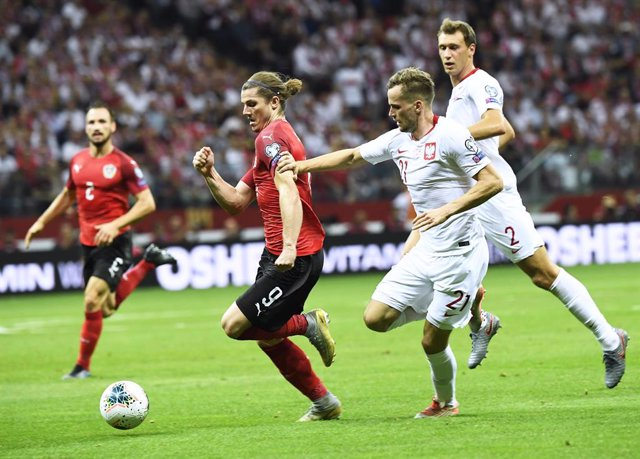 Fútbol/Eurocopa.- (Grupo G) Polonia retiene el liderato con un empate ante Austr