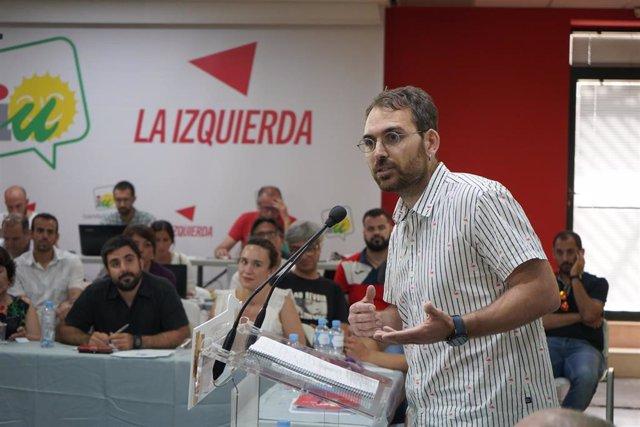 El coordinador general de IU Andalucía, Toni Valero, en un acto