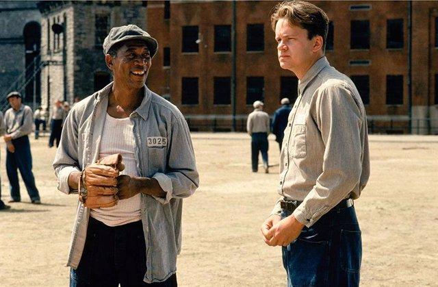Tim Robbins y Morgan Freeman en Cadena Perpetua (1994)